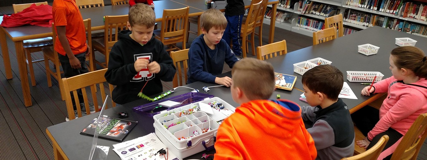 Photo of elementary students working on circuitry during Library Time