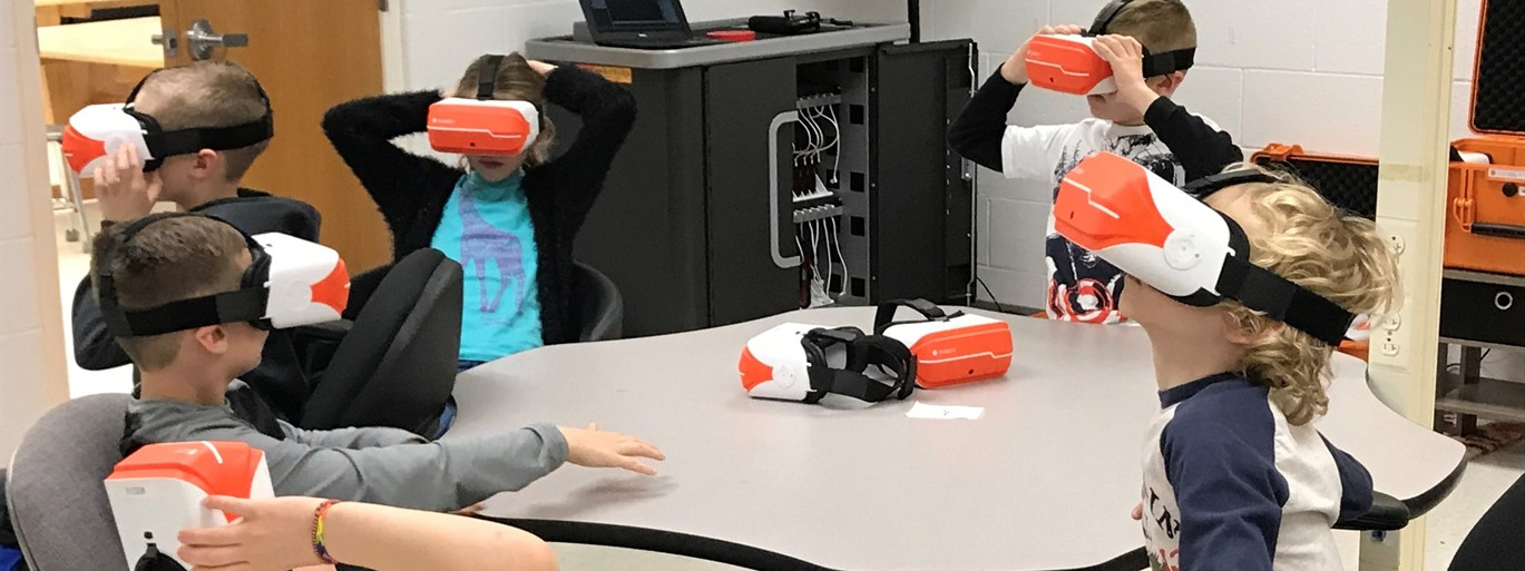 MES students using virtual reality goggles