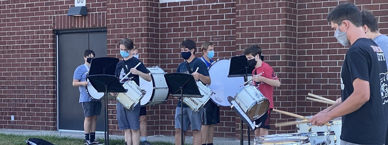 Picture of HS Band members practicing outside